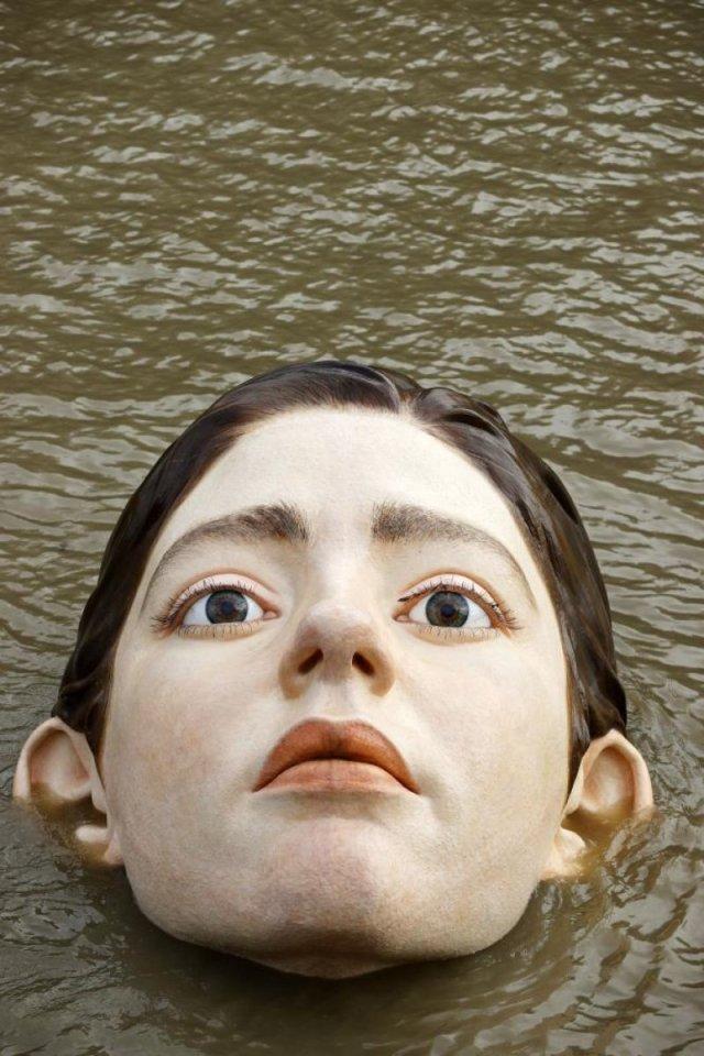 İspanya'da 'boğulan kadın heykeli' görenleri korkuttu #4