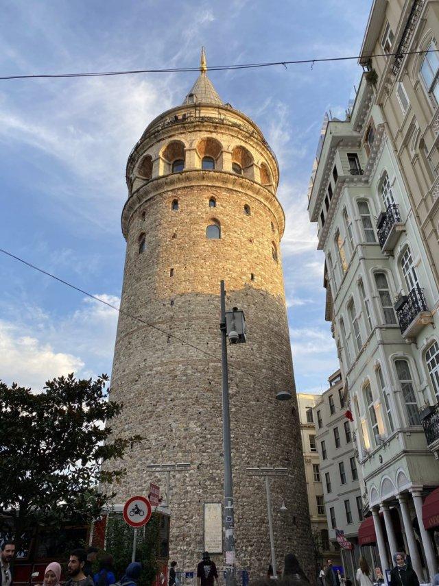 Galata Kulesi önündeki tepki çeken KGYS direği kaldırılıyor #7