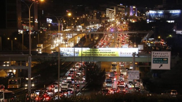 İstanbulluların trafik çilesi bitmiyor #1