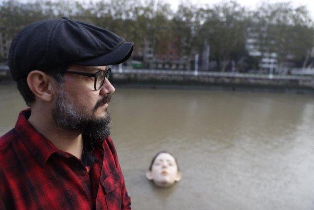 İspanya'da 'boğulan kadın heykeli' görenleri korkuttu #2