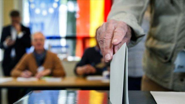 Almanya'da, oy kullandırılmayan başörtülü kadından özür dilendi #1