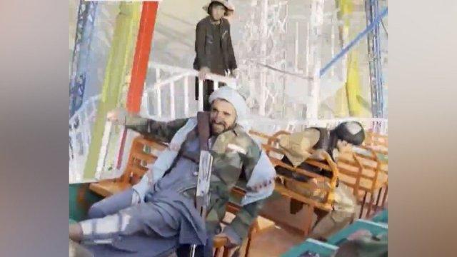 Taliban üyeleri, lunaparklarda eğlenmeye devam ediyor  #2