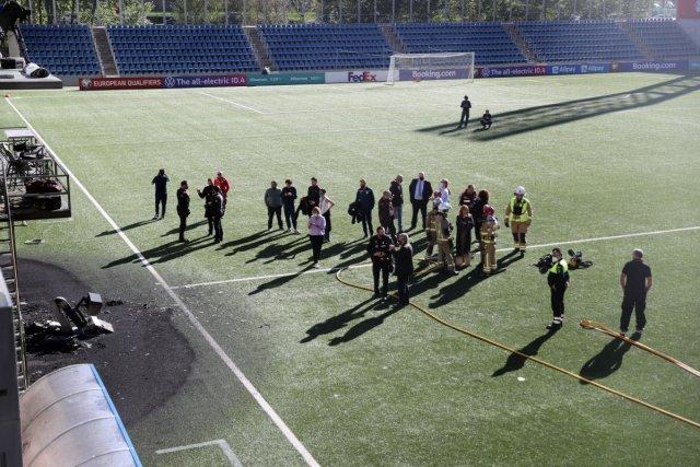 Andorra-İngiltere maçı öncesi VAR monitörü patladı #7
