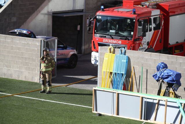 Andorra-İngiltere maçı öncesi VAR monitörü patladı #3