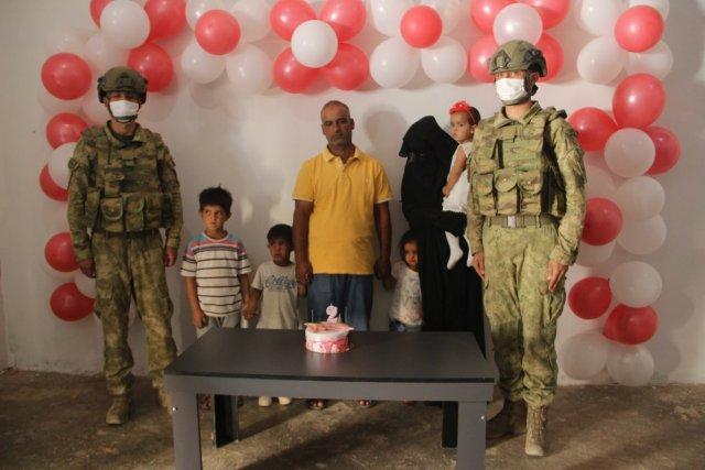 Barış Pınarı Harekatı sırasında doğan Pınar'a, askerlerin doğum günü sürprizi  #2