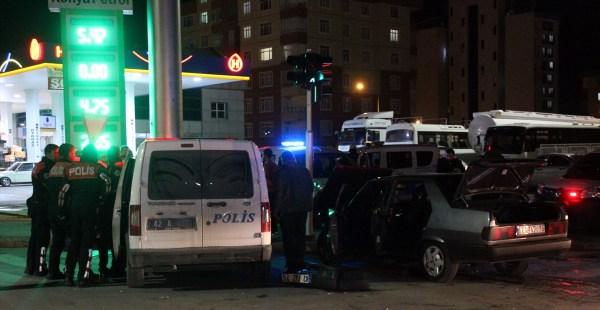 Polisten kaçarken 4 araca çarptı