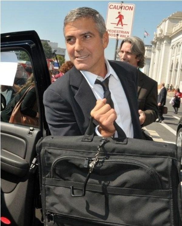 Clooney'den arkadaşlarına 14 milyon dolar hediye