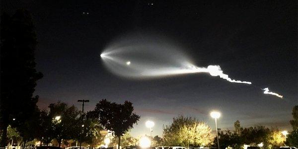 Falcon-9 roketi, Los Angeles'ı aydınlattı