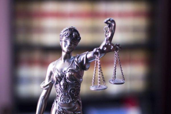 Mahkeme salonlarından günümüze güneş gözlüğü