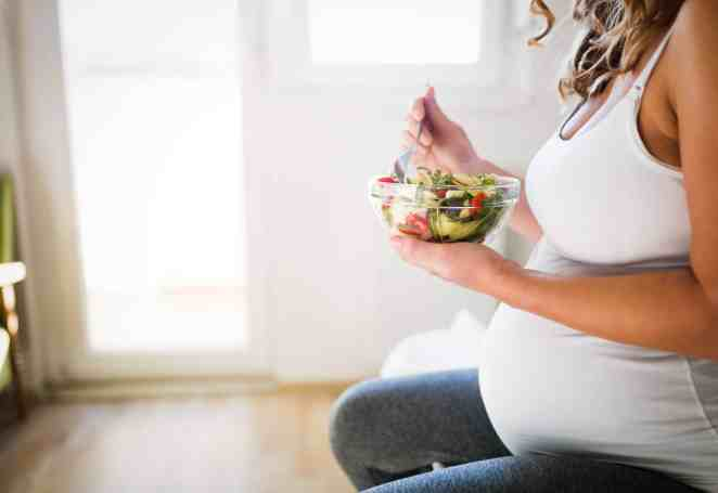 Fasting during pregnancy poses risks to mother and baby #1