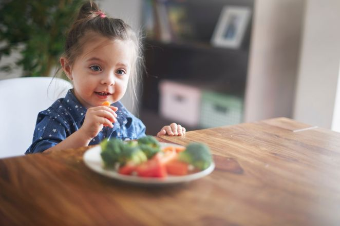 Obesity risk #1 in children who eat in front of a screen