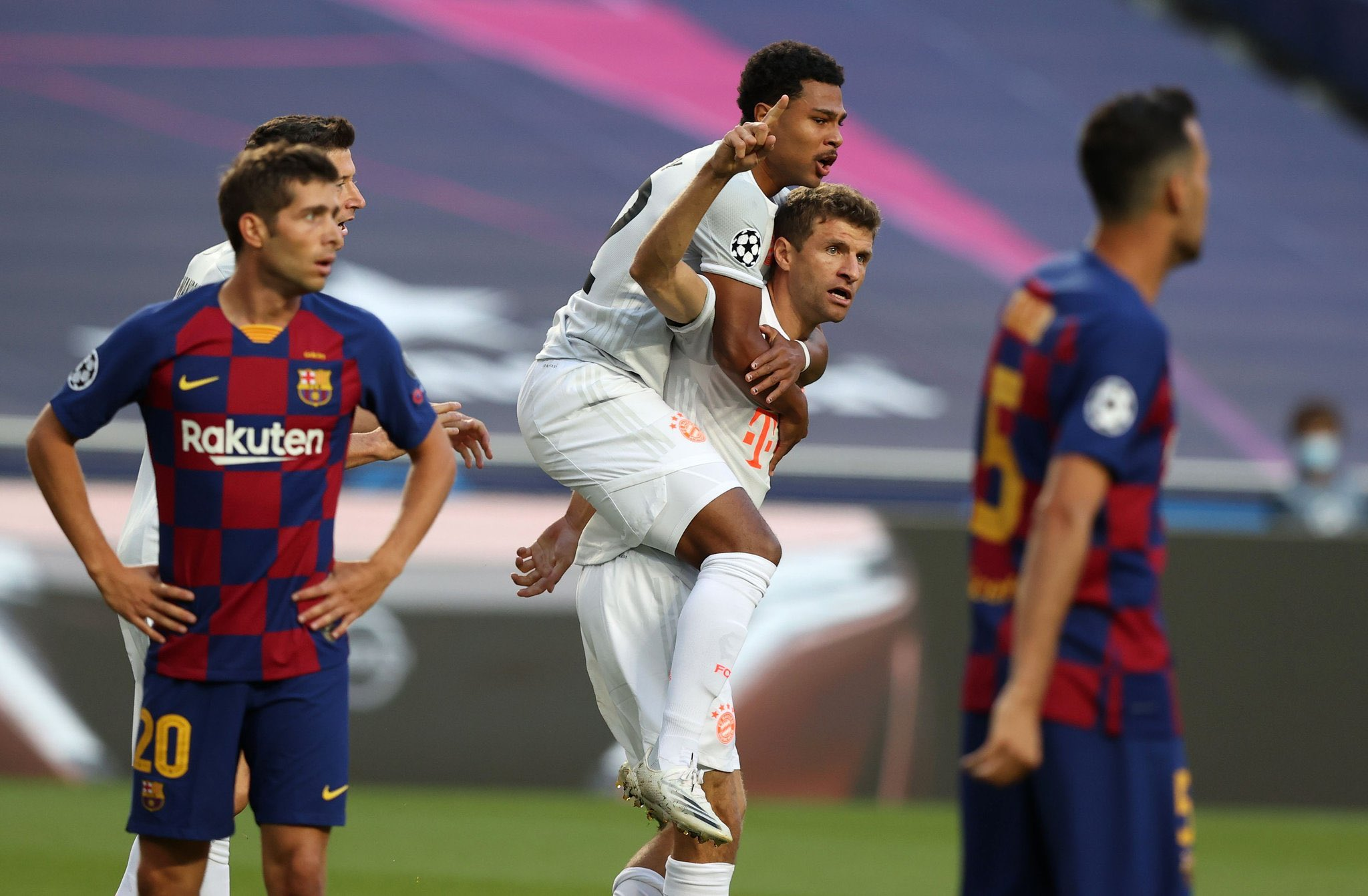 The psg forward's contract is … Video Early Goals At Both Ends In Barcelona V Bayern Munich Football Espana