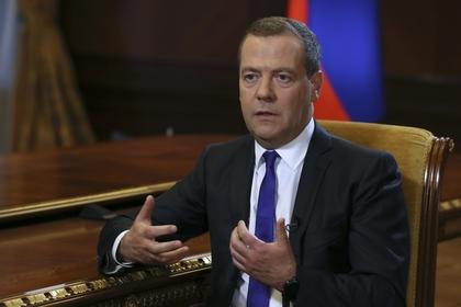Премьер-министр РФ Дмитрий Медведев назвал новые санкции США объявлением экономической войны