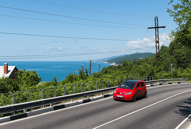Car on the Dzhubga - Sochi highway (A-147).  This is the only road between Dzhubga and Sochi, ending at the border with Abkhazia, with a length of 170 kilometers along a mountain serpentine