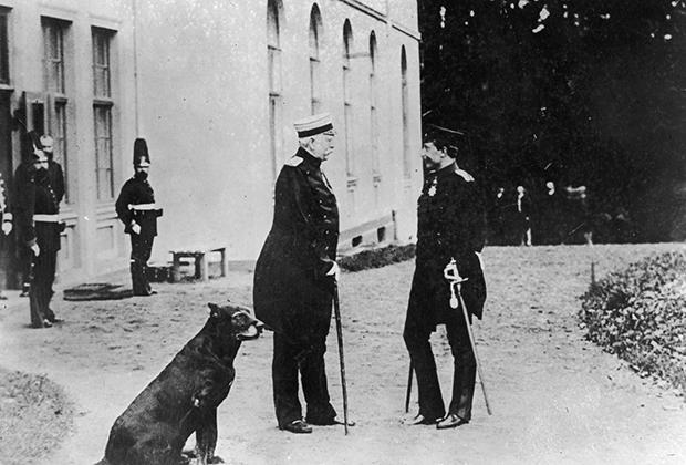 Канцлер Германии Отто фон Бисмарк и кайзер Вильгельм II у резиденции Бисмарка во Фридрихсру, 30 октября 1888 года