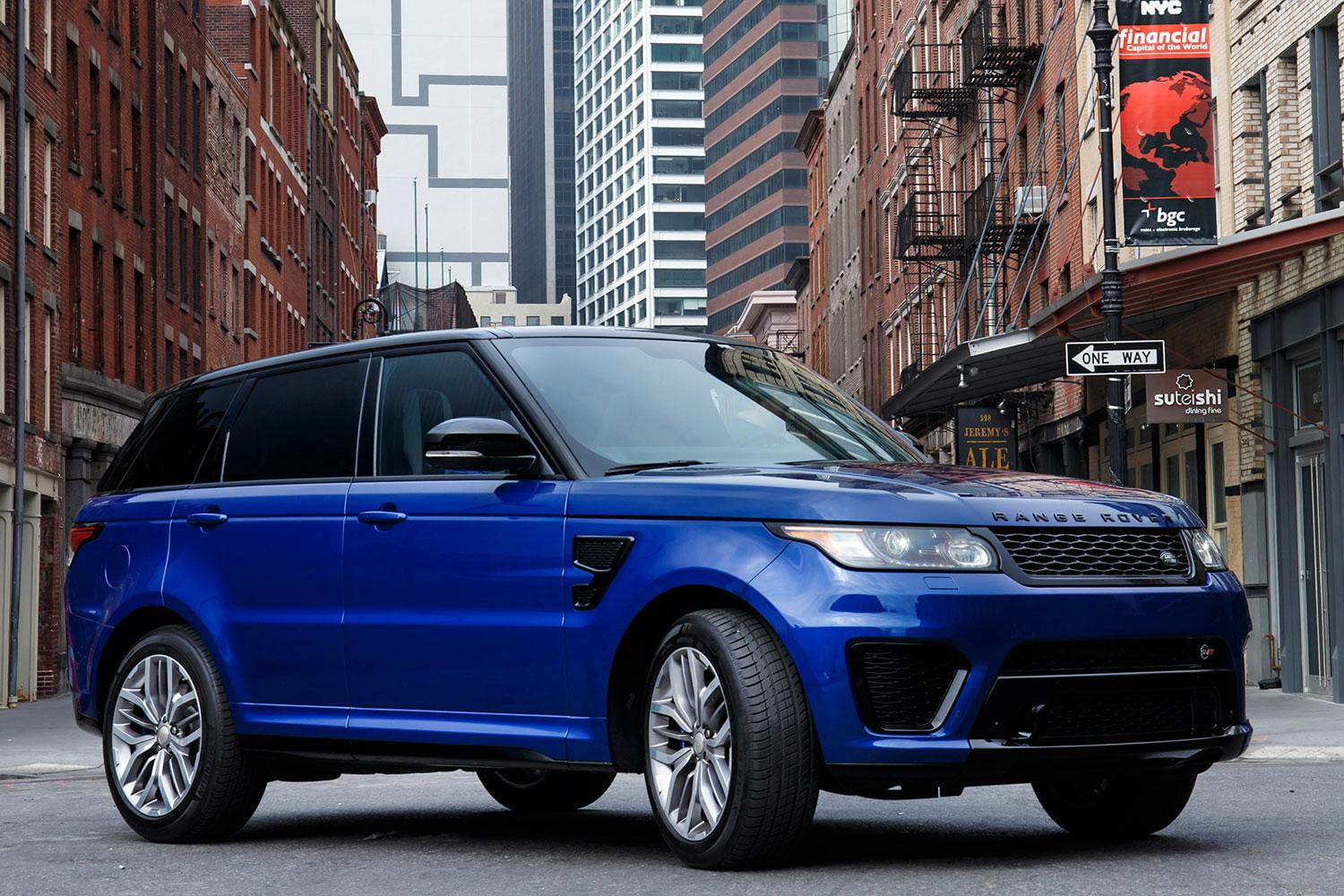 hight resolution of 2016 range rover svr parked angle