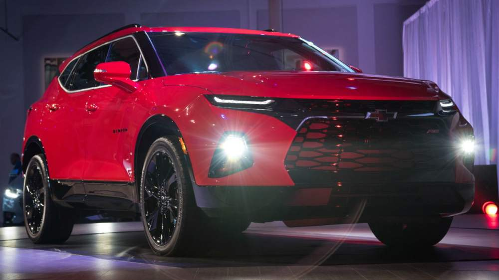 medium resolution of 2019 chevy blazer reveal front