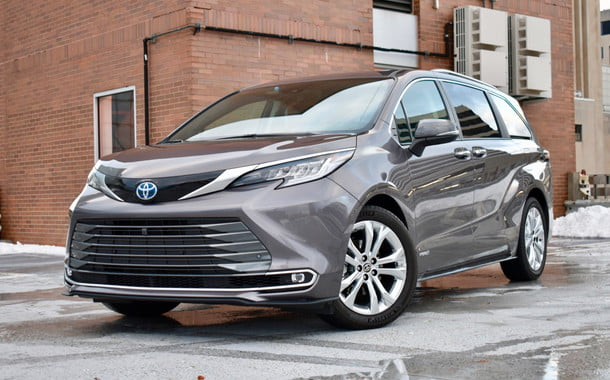 2021 toyota sienna review front three quarter