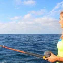 Женщина на рыбалке: какая рыбалка подходит женщине, советы для начинающих