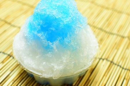 かき氷のブルーハワイの原料は 何味なの?