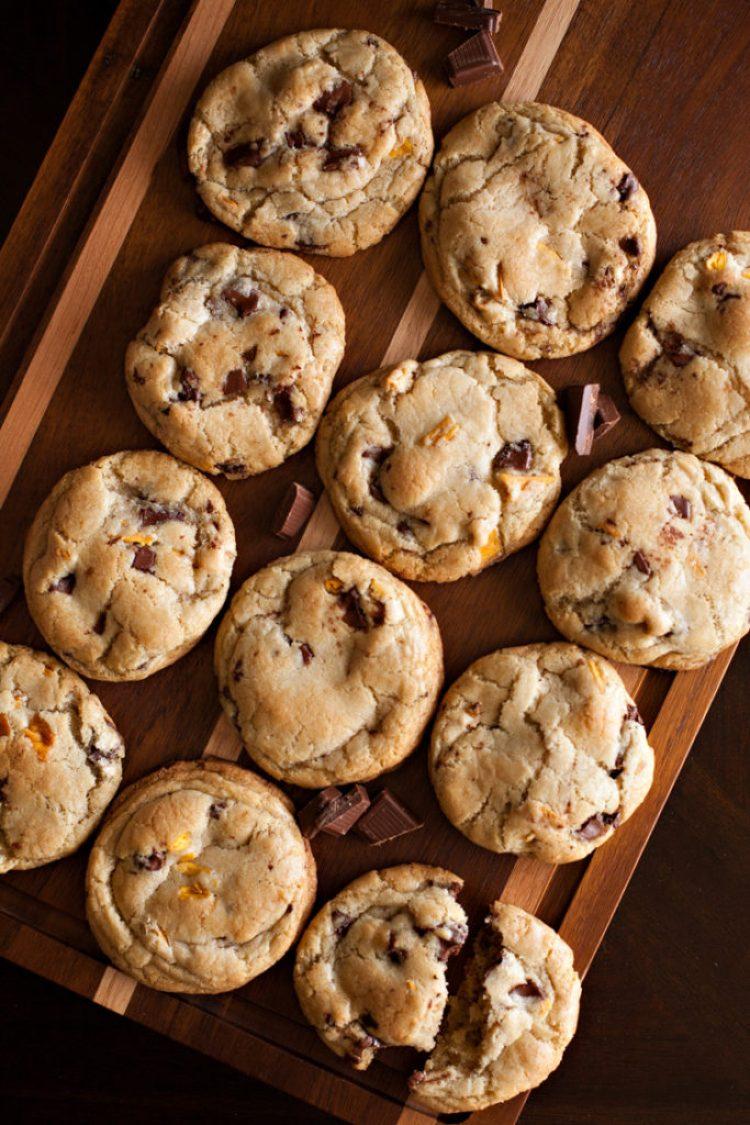 Mango Dark Chocolate Chunk Cookies. RubySnap copycat cookies full of dried mangoes and dark chocolate in a citrus dough!