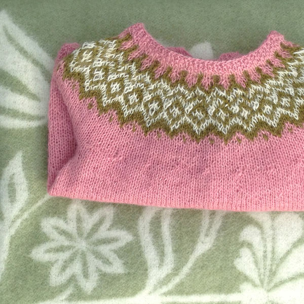 Gilipeysa in Silene pink, Moss green and Natural white