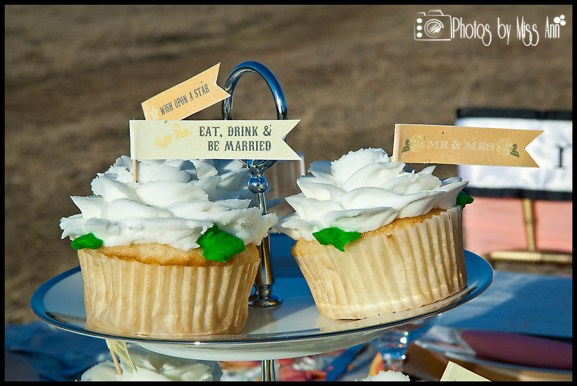 eat-drink-be-married-cupcake-banners-iceland-wedding-details-by-iceland-wedding-planner