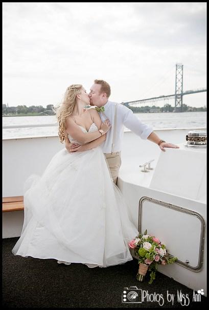 infinity-yacht-wedding-ambassador-bridge-wedding-photos-michigan-wedding-photographer-photos-by-miss-ann