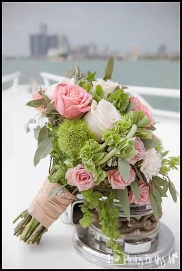 infinity-yacht-wedding-bouquet-michigan-wedding-photographer-photos-by-miss-ann