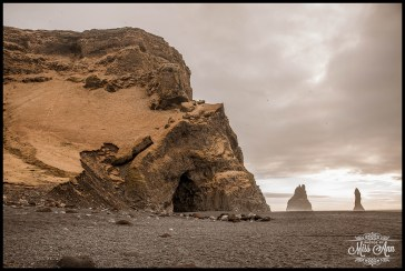 iceland-wedding-location-reynisfjara-beach-black-sand-beach-basalt-cave