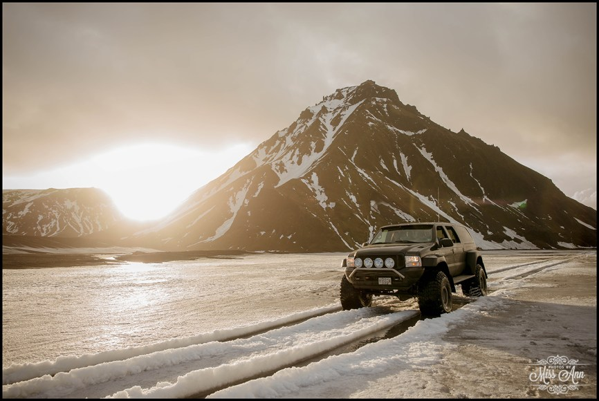 iceland-wedding-adventure-weekend-super-jeeps