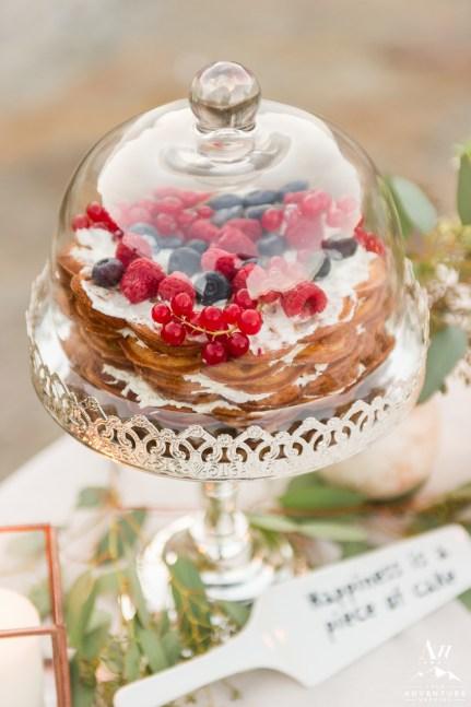 iceland-wedding-rental-fancy-cake-display