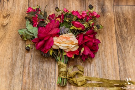iceland-wedding-rental-pink-bridal-bouquet