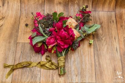 iceland-wedding-rental-pink-wedding-bouquet
