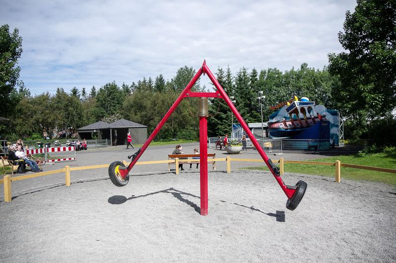 zoo swinging thing