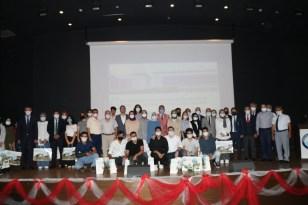 YKS'da başarılı olan öğrencilere ödülleri verildi