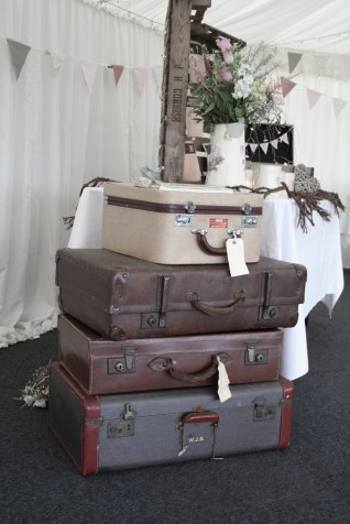 4. Stacked suitcases for a beautiful Vintage vibe