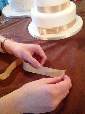 How to make a wedding cake bow Step 1 Cakes by Shelly