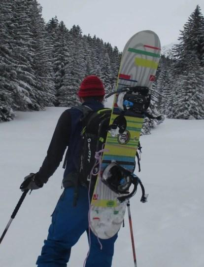 mit Snowboard (ad-hoc Fixierung mit Schnur)