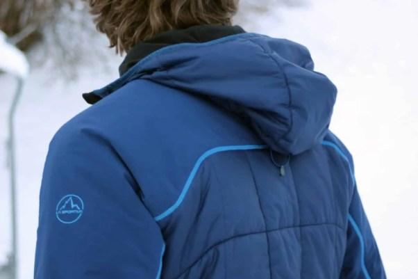 Der Oberteil der La Sportiva Jacke ist mit einem robusten Gewebe versehen, das auch Rucksacktragen locker wegsteckt
