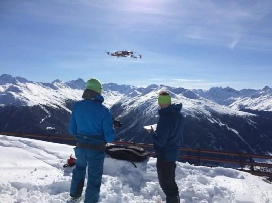 SLF Drohnen erfassen Schneehöhe