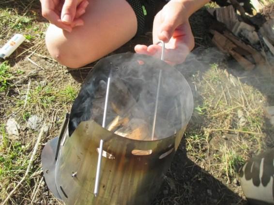 Titantium Stifte bei der Holzverbrennung
