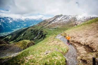 Die Grit Kollektion von Craft wurde für Läufer entwickelt, die bevorzugt auf Waldpfaden oder in den Bergen laufen. Sie bietet das komplette Outfit für Trainingssessions oder Wettkämpfe bei jeglichen Witterungsverhältnissen. Thermoverschweisste Nähte, hochwertige Funktionstextilien, Verstärkungen an den am stärksten beanspruchten Stellen und Taschen für Schlüssel oder Sportgel: Grit ist die perfekte Wahl für Läufer, die ihren Sport gerne in freier Natur ausüben. (PPR/Craft Sportswear)