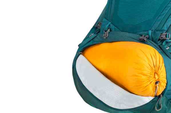 GREGORY_Deva_Sleeping_bag_compartment