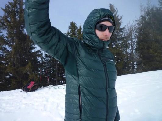 • Einsätze in den Achseln aus Polarfleece