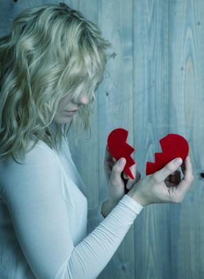 Wenn Liebeskummer länger andauert, sollte man aktiv etwas dagegen unternehmen.