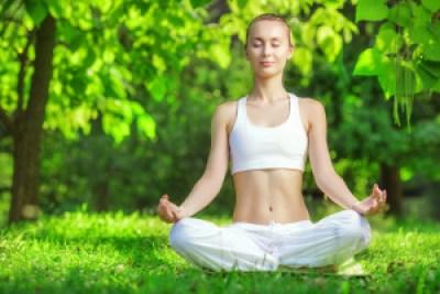 Die Geistesruhe-Meditation lässt sich auch im Freien praktizieren.