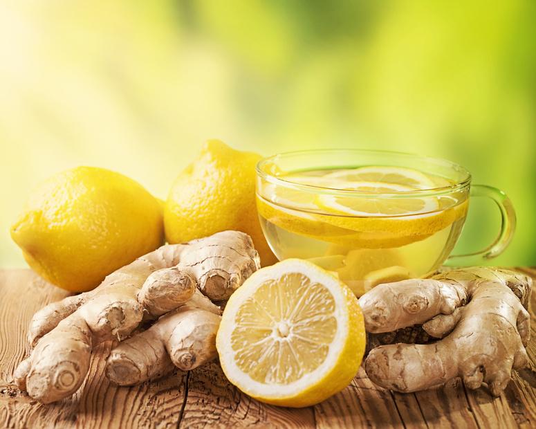 Mein persönliches Lieblings-Meditationsgetränk: Ingwer in Wasser gekocht, mit Zitrone verfeinert.