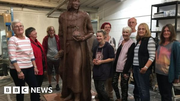 Henry VII statue delivered to Pembroke 39hometown39 BBC News