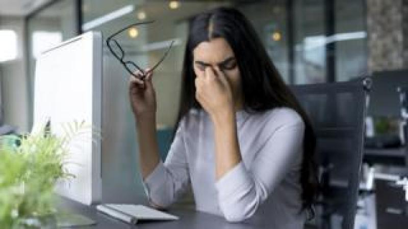 Businesswoman with computer problems